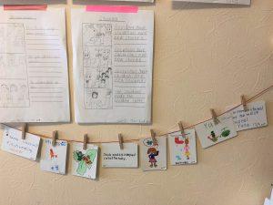 たくさんの英文をインプットしているので、小学生でも英語カードや英語マンガが書けるようになります